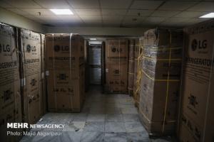 قاچاق فروشی با مجوز قانونی/تولید داخلی در انبارها خاک میخورد